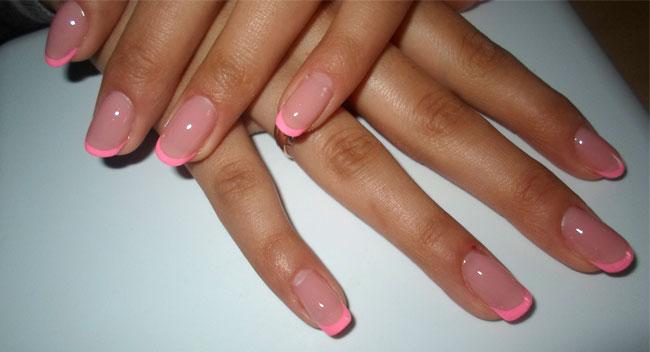 Фото дизайна ногтей с розовым френчем
