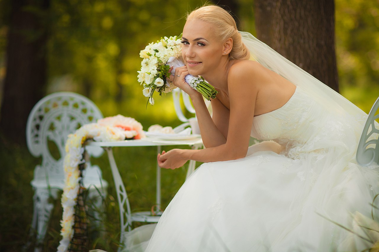 Потом мы невесту по кругу пустили