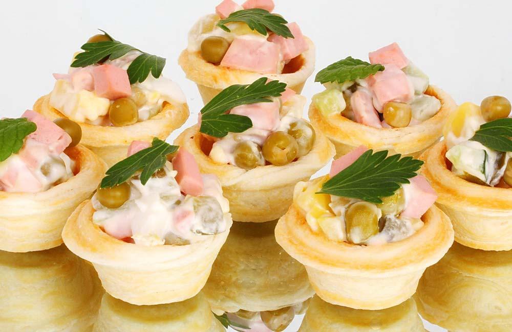 Закуска с креветками и авокадо в тарталетках с фото