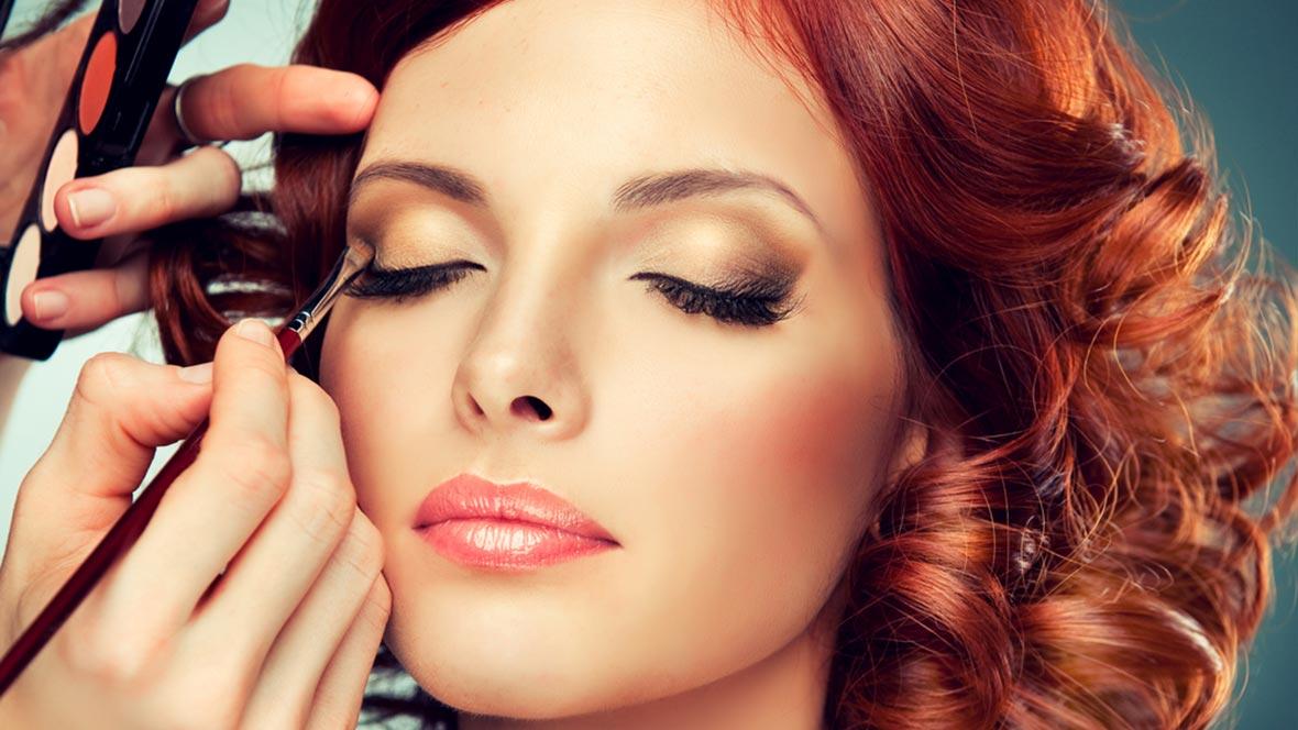 Профессиональное макияжей