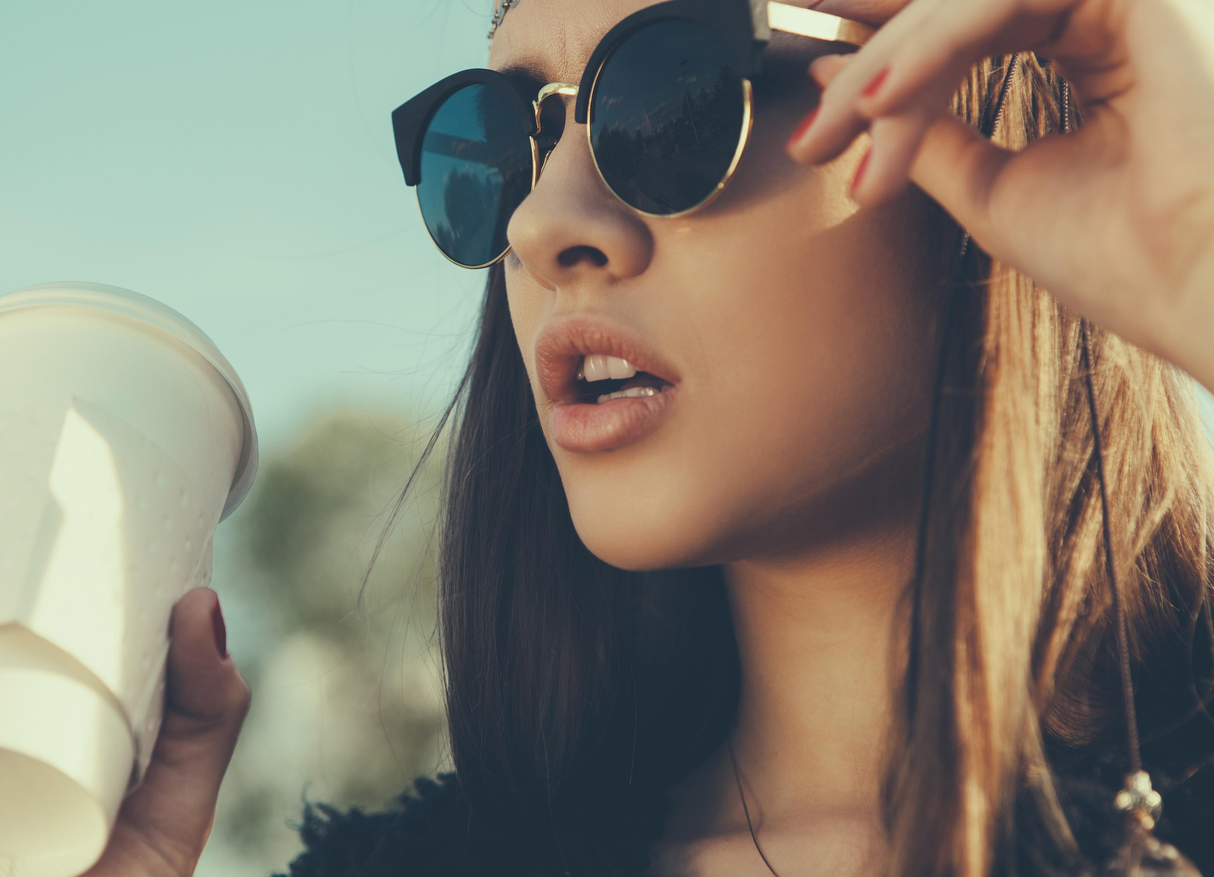 Фото девушки в темных очках 15 фотография