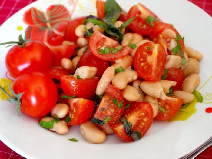 Вкусный постный салат из помидор