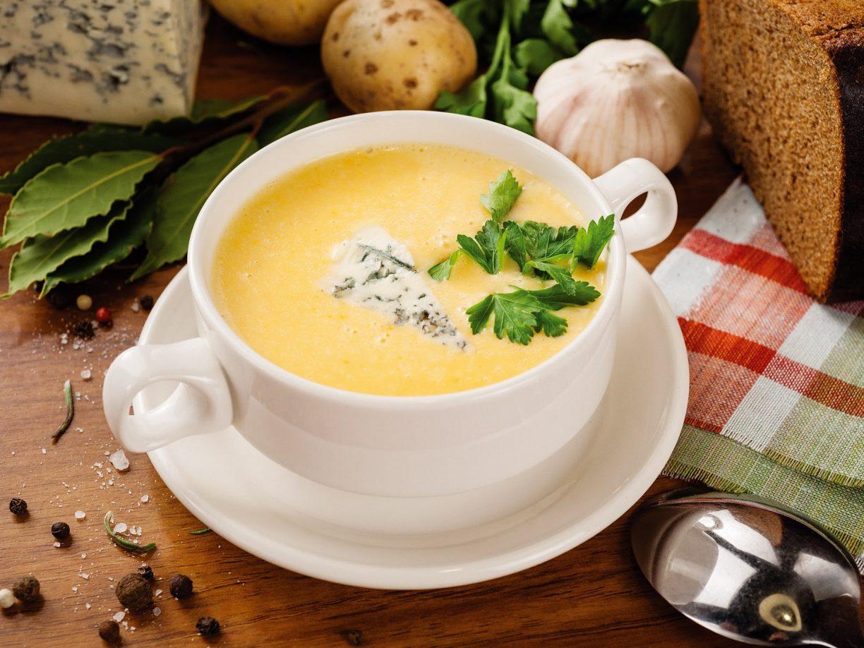 Супы с курицей и плавленным сыром и шампиньонами