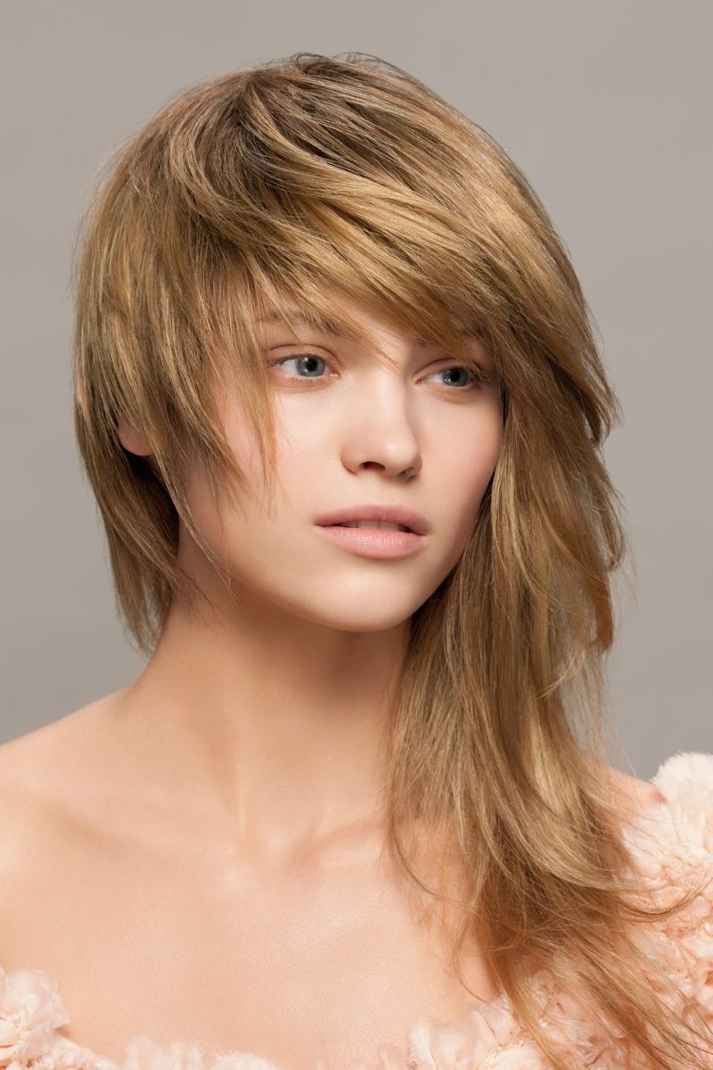 мне 55 нужна стрижка длинные волосы челка рбязательно