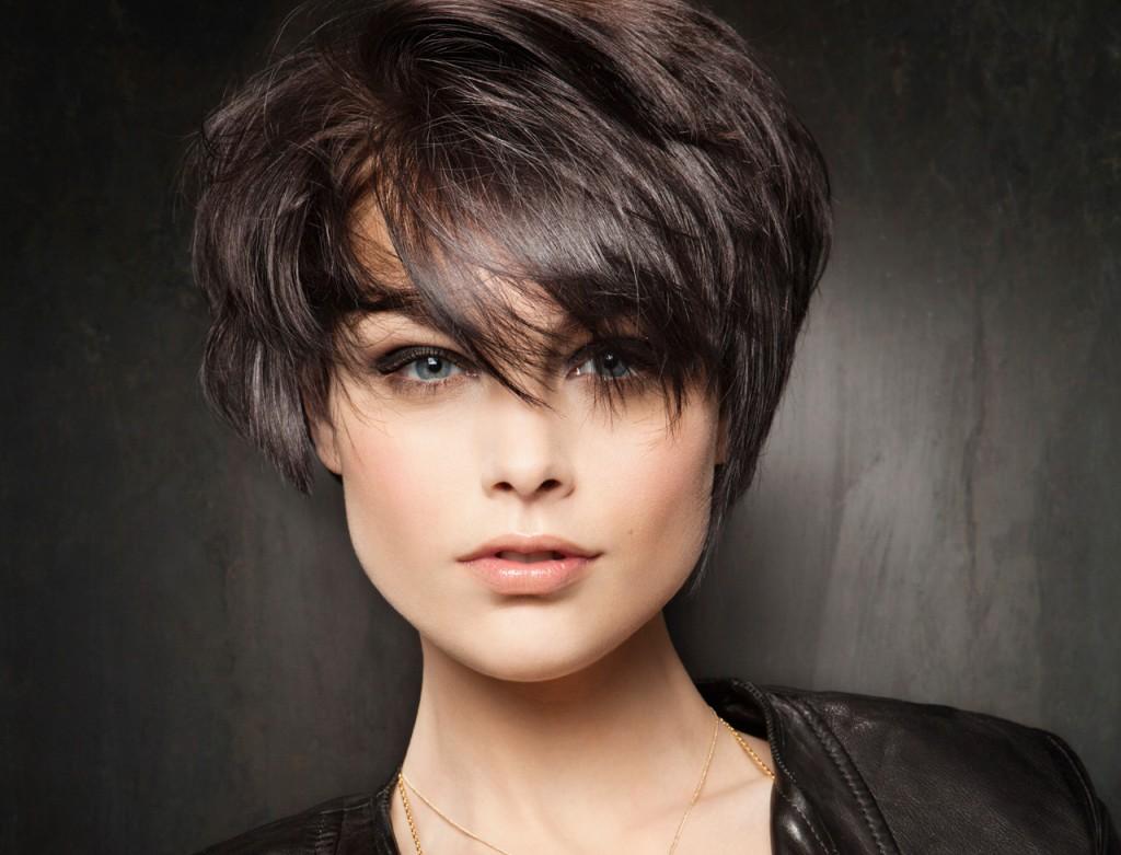 Модельная стрижка на короткие волосы с