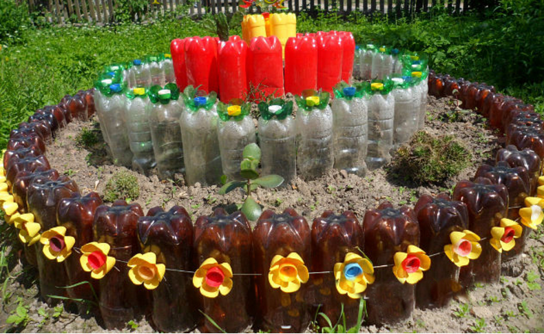 Клумбы из пластиковых бутылок для сада из пластиковых бутылок своими руками