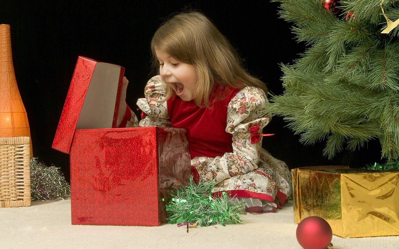 Картинки детей с подарками на новый год
