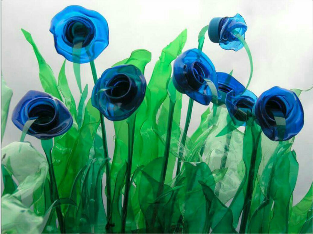 Цветы из мусора своими руками фото