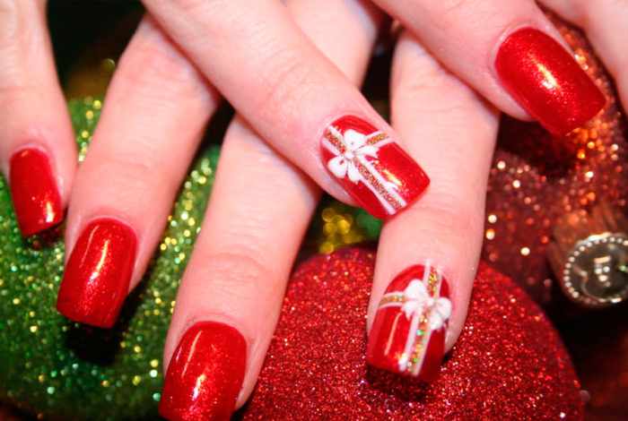 Маникюр на красных ногтях