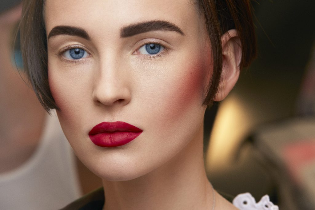 Легкий макияж с румянами