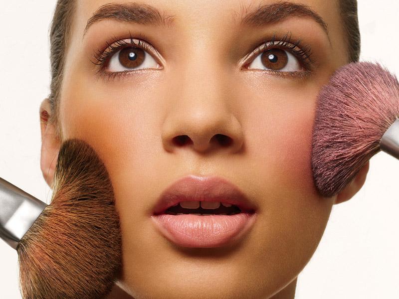 Румяна с макияжа