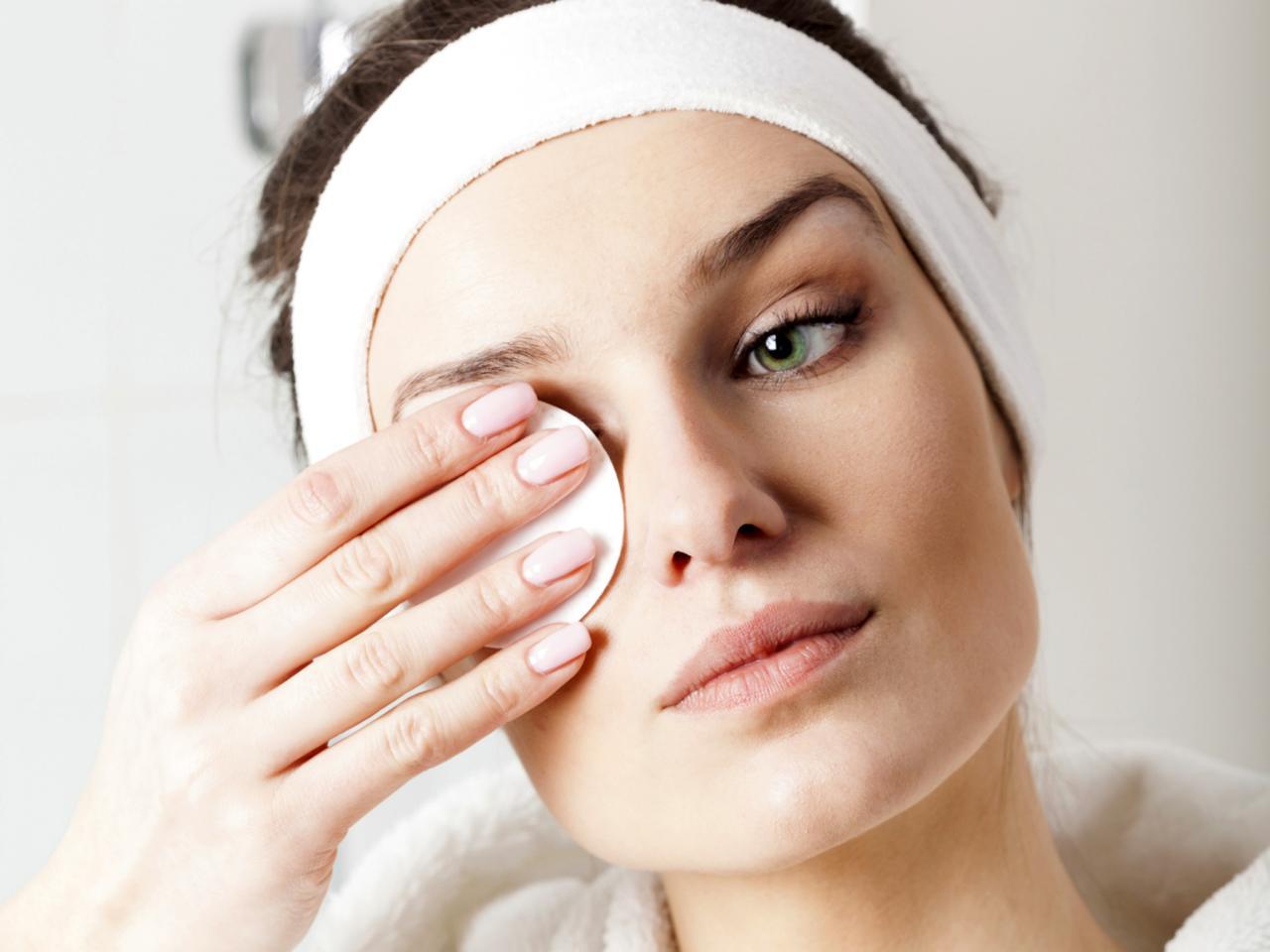 makeup-removerjpgrend_tccom_1280960_1