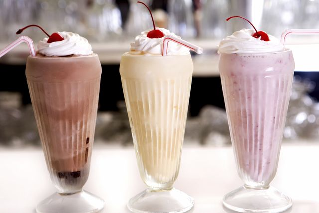 найти рецепт молочного коктейля с вареньем