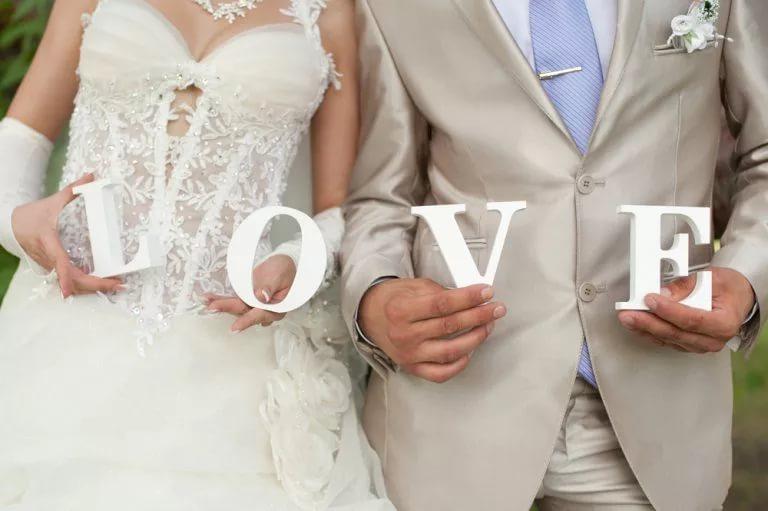 Если невеста порвала платье примета