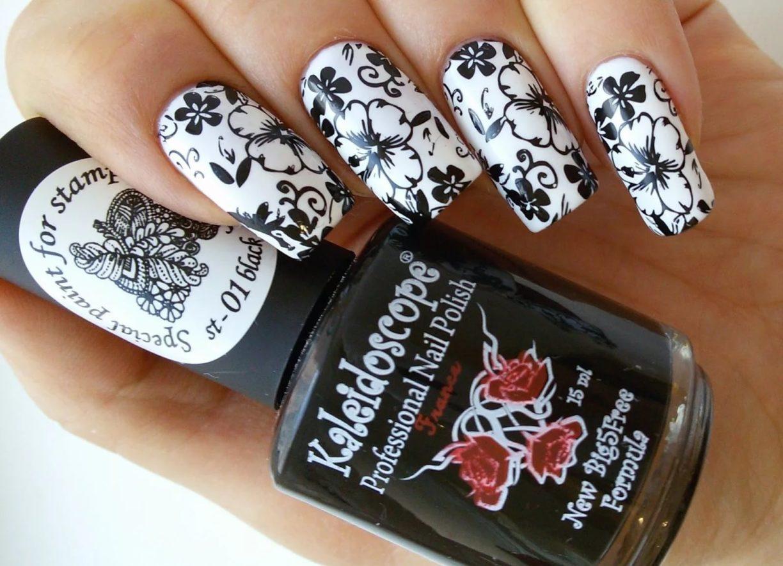 Дизайн со стемпингом на ногтях фото