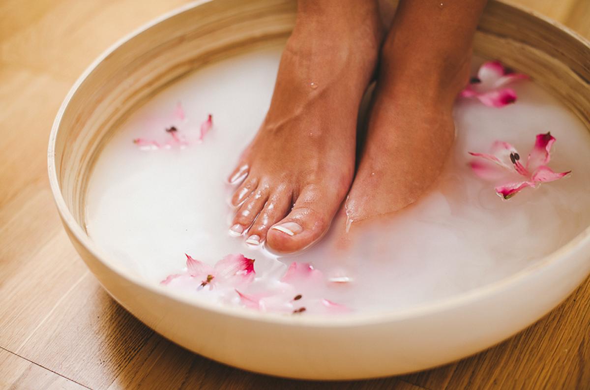 Как отмыть руки и ноги от грязи после дачи: как очистить пятки быстро и эффективно мылом, чистящими средствами, пемзой, народными и подручными средствами, и как ухаживать за руками и ногами после дачных работ