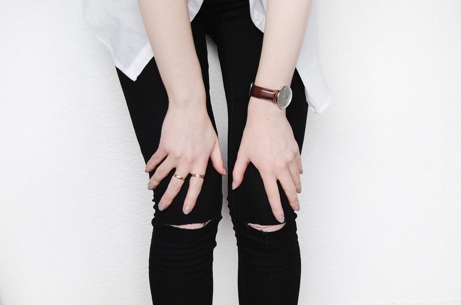 Как правильно сделать дырки на коленях джинсах 978