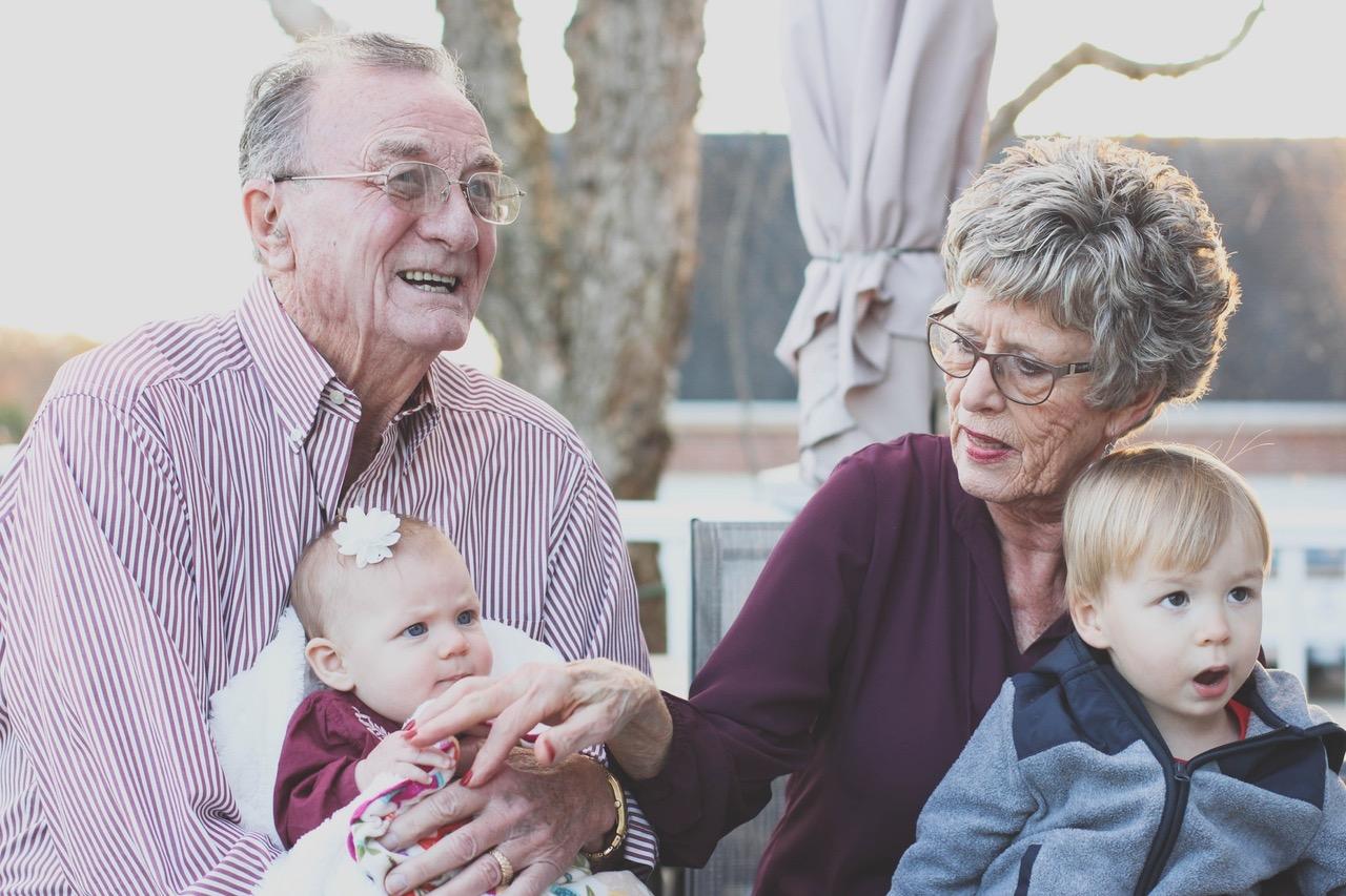 Надбавка к пенсии за детей в 2019 году — кому положена, условия получения, порядок оформления, необходимые документы, перерасчет пенсионных баллов в суммы выплат, фиксированные выплаты пенсионерам-инвалидам