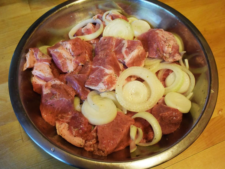 Классический маринад для свиного шашлыка